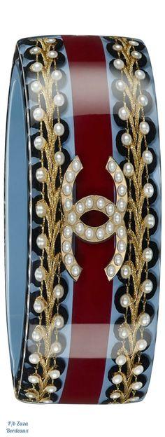 Chanel Black, Coco Chanel, Luxury Marketing, Chanel Couture, Chanel Jewelry, Chanel Fashion, Chain Shoulder Bag, Chanel Handbags, Vintage Chanel