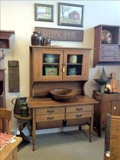 Beautiful old bakers cabinet. Antique Hoosier Cabinet, Antique Kitchen Cabinets, Old Cabinets, Vintage Kitchen, Large Cabinets, Primitive Living Room, Primitive Furniture, Country Furniture, Vintage Furniture