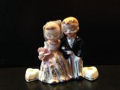 Vintage-Miniature-Bride-and-Groom-Figurines