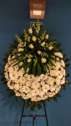 Funeral Floral Arrangements, Unique Flower Arrangements, Unique Flowers, Floral Centerpieces, Church Flowers, Funeral Flowers, Remembrance Day Flower, Graveside Decorations, Casket Flowers