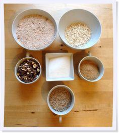 Aus diesen schönen Zutaten wird ein winterlicher Nusskuchen mit Schokolade. Unbedingt mal ausprobieren!