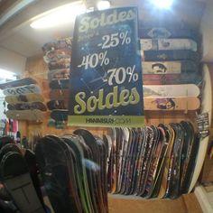 Dès demain c'est les soldes ! Jusqu'à -70% dans le magasin ! Les sports d'hiver à prix cassés chez HawaiiSurf ! #snowboard #snowboarding #ski #skiing #winter #winteriscoming #sale #soldes #shop #board #boots #bindings #snowboots #skiboots #freeski