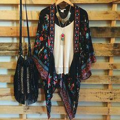 . Look Kimono, Kimono Outfit, Kimono Fashion, Boho Fashion, Womens Fashion, Kimono Style, Fall Fashion, Boho Outfits, Pretty Outfits