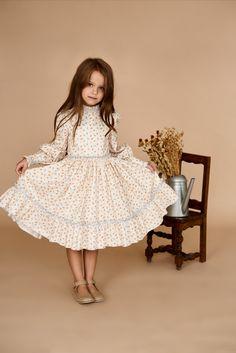 Girls Easter Dresses, Baby Girl Dresses, Girl Outfits, Vintage Baby Dresses, Vintage Outfits, Frock Photos, Baby Girl Fashion, Kids Fashion, Festival Dress