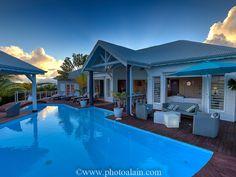 Réservez votre villa de vacances Sainte-Anne, comprenant 6 chambres pour 12 personnes. Votre location de vacances Guadeloupe sur Homelidays.