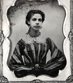 French Creole and Louisiana Creole In Louisiana, the term Creole came to represent children of black or racially mixed parents as well as children of French and Spanish descent with no racial mixing. Persons of French and Spanish descent in New. History Images, Women In History, Louisiana Creole, Vintage Black Glamour, Lady In Waiting, Black History Facts, European History, African American History, Vintage Pictures