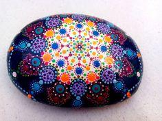 Große handbemalte Stein Punkte Kreis Kosmos-Meditation bunten Kosmos-Pebble Kunsttherapie – Chakra-Pointillismus-Dot Kunst-Kosmos, große Mandala Mnd