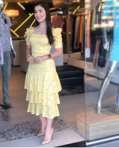 Lindíssima 💛 apaixonada nesse look😍😍 😍💕 #gessicamassafera . ✨ Inspirem se ✨ . . . . . . 👗Siga-nos Sexy Dresses, Beautiful Dresses, Casual Dresses, Fashion Dresses, Summer Dresses, Casual Outfits For Work Office Wear, Boho Floral Maxi Dress, Yellow Bridesmaid Dresses, Hot Dress