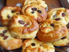 Pudinkoví šneci Something Sweet, Doughnut, Nutella, Sweet Tooth, Dessert Recipes, Food And Drink, Bread, Brunch, Cookies