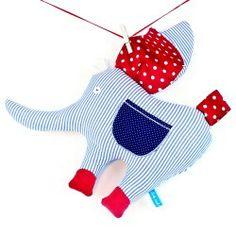 #Stofftier Elefant von #Lottenäht http://www.fromaustria.com/lotte-naeht-kinderspielzeug-stofftier-elefant