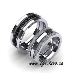 Обручальные кольца Золотой век из комбинированного золота. Соединяют глянцевую основную часть и матовый декор. В женском кольце бриллиант 0,03 карата