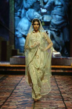 suneet varma lehenga | ... Fashion Week Delhi 2013 - Model seen in Suneet Varma's Collection_6