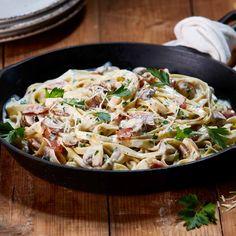 Streaky Bacon & Mushroom Carbonara Bacon Carbonara, Bacon Mushroom, Bacon Stuffed Mushrooms, Bacon Recipes, Pasta Recipes, Pasta Noodles, Pasta Salad, Italian Recipes