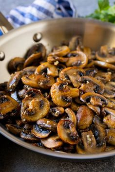Sauteed mushrooms in garlic butter - dinner at the zoo Sauteed Mushrooms For Steak, Healthy Stuffed Mushrooms, Garlic Butter Mushrooms, How To Cook Mushrooms, Fried Mushrooms, Veggie Dishes, Veggie Recipes, Food Dishes, Dinner Recipes