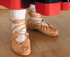 krpce - shoes from the lassko costume from Czech Republic Medieval Costume, Folk Costume, Costumes, Fashion Art, Fashion Shoes, Fashion Design, Soft Leather, Leather Shoes, How To Make Shoes