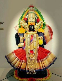 Varalakshmi Vratham 2019 honours the most popular Goddess Maha Lakshmi. Varalakshmi Puja or homam on this day means abundant wealth is sure to come your way. Durga Images, Lakshmi Images, Radha Krishna Images, Krishna Art, Lord Durga, Durga Ji, Shiva Linga, Mahakal Shiva, Indian Goddess