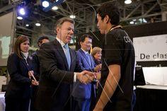 Felicitación por parte del Presidente Juan Manuel Santos Calderón a aprendiz ganador en una de las habilidades de Worldskills Colombia 2012