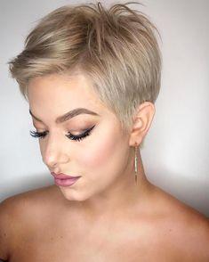 New Pixie Haircut Ideas in 2019 Blonde-Pixie-Cut New Pixie Haircut Ideas in 2019 Source by rabbitqueen. Short Pixie Haircuts, Short Hair Cuts, Short Hair Styles, Style Short Hair Pixie, Pixie Haircut Styles, Short Cropped Hair, Blonde Pixie Cuts, Pixie Hair Color, Blonde Pixie Haircut