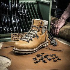 #hanwagday Stiefel gesucht? -> sucht in unserem Shop nach Hanwag #HCS #hcsausruestung #hanwag #boots #Stiefel #schuh #schuhe #wanderstiefel #wanderschuh #wandern #hiking #passion #handcrafted #handmade #german #deutsch #madeingermany #bestquality #leather #handwerk #deutscheshandwerk #handwerkskunst #productphotography #photography