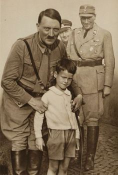 Adolf Hitler. Unpublished Photos (39 pics)