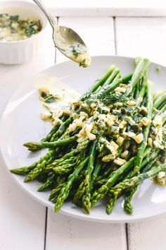 Sauce Gribiche on crisp asparagus. A great classic of French Cuisine the Gribiche is a flavorsome mayonnaise-style sauce packed with capers cornichons and fresh herbs. Fresh Asparagus, Asparagus Recipe, Vegetable Sides, Vegetable Recipes, Veggie Dishes, Side Dishes, French Potatoes, Boiled Chicken