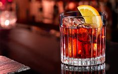 Campari to mark centenary of Negroni cocktail Fruity Cocktails, Frozen Cocktails, Al Fresco Dining, Bellini, Party Drinks, Mixed Drinks, Bartender, Gin, Liquor