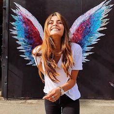 Moda fashionista 2018 Summer Senior Pictures, Angel Wings Art, Photo Cutout, Artsy Photos, Graffiti Wall, Foto Instagram, Mural Art, Photo Poses, Photography Poses