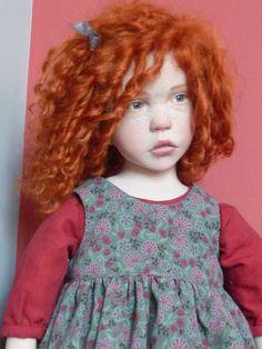 2012 - Petite fille rousse frisée avec un lapin - (taille 56 cm)   laurenceruet.com photos%202012 janfriseegp1.jpg
