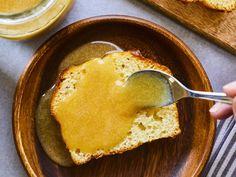 Caramel à la crème d'érable | Mordu Chefs, Voici, Cornbread, Hummus, Brunch, Breakfast, Healthy, Ethnic Recipes, Food
