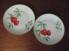 Vintage Homer Laughlin Plates Rhythm Red Apple Pattern set of 2 Luncheon Plates 9 Vintage Table, Vintage Home Decor, Vintage Kitchen, Apple Decorations, Fall Birthday, Homer Laughlin, Country Style Homes, Red Apple, Cherry Blossom