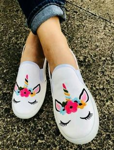 ZAPATOS 😍 Custom Vans Shoes, Custom Painted Shoes, Painted Canvas Shoes, Painted Sneakers, Hand Painted Shoes, Cute Shoes Flats, Pretty Shoes, Me Too Shoes, Red Shoes