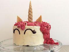 Mandlový dort jednorožec s vanilkovým a malinovým máslovým krémem