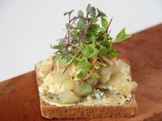 Aprende a preparar esta receta de Smorrebrod de queso azul, por Hermanos Petersen en elgourmet