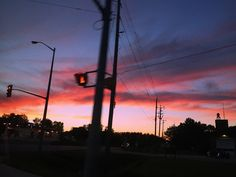 → pinterest || @gaelynhoran sunset, photography, aesthetic, stop light, pretty views, colorful