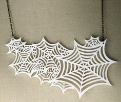 spider web necklace Halloween Jewelry, Halloween Make Up, Halloween Ideas, Beaded Jewelry, Unique Jewelry, Jewellery, Laser Cut Acrylic, Point Lace, Spider Webs