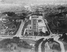 Veduta aerea del Circo Massimo occupato dalle strutture temporanee della Mostra del Tessile Nazionale (1937).