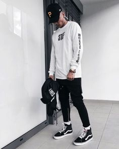 7 Cheap And Easy Useful Ideas: Urban Fashion Hip Hop Dance Outfits urban fashion night smokey eye.Urban Fashion Makeup Make Up. Mens Urban Streetwear, Style Streetwear, Streetwear Fashion, Fashion Night, Urban Fashion, Mens Fashion, Fashion Menswear, Fashion Outfits, Fashion 2018
