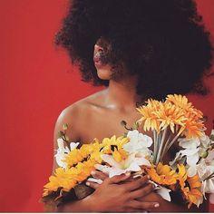 🌻🌻 @flowersfromfatima 📷 @visualnarrator ❤️ #mygirlsquad #flowerchild #flowerpower Creative Photography, Portrait Photography, Pretty People, Beautiful People, Curly Hair Styles, Natural Hair Styles, Photographie Portrait Inspiration, Photoshoot Themes, Beauty Shoot