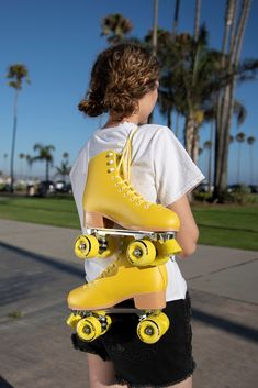 The Lemonpop Roller skates feature a bright yellow boot in a premium structured roller skate. Retro Roller Skates, Roller Skate Shoes, Quad Roller Skates, Roller Derby, Outdoor Roller Skates, Skater Girl Outfits, Skater Girls, Roller Skating Pictures, Fashion 90s