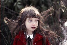 Charlotte Abramow - Thémis et le manteau rouge.