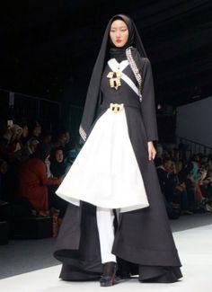 Koleksi New Janesia karya Hannie Hananto di Jakarta Fashion Week 2016 Indonesia Fashion Week, Jakarta Fashion Week, Fashion Week 2016, Outfit Essentials, Modest Fashion, Hijab Fashion, Fashion Muslimah, Moslem Fashion, Hijab Style Dress
