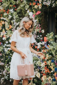 2019 The RHS Chelsea Flower Show 2019 kicks off in just two days May) but the floral installations are already blooming all throughout London, so today I wanted to share my tips on… Fashion Mumblr, Spring Fashion, Stunning Dresses, Nice Dresses, Chelsea Flower Show, Spring Outfits, Spring Clothes, Girly Girl, Boutique Clothing