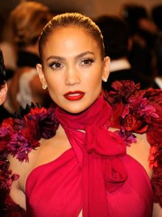 It's rare to see Jennifer in anything but her signature neutral lip look, but at the 2011 Met Gala, she coupled a fuchsia Gucci gown with a candy apple-red lipstick. Jennifer Lopez Movies, Pictures Of Jennifer Lopez, Divas, Celebrity Makeup, Red Lipsticks, Hair Makeup, Makeup Hairstyle, Hairstyle Ideas, Beauty Hacks