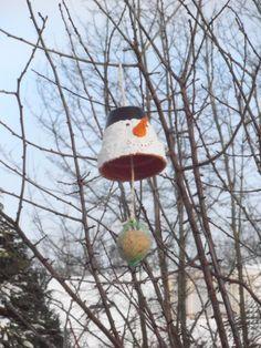 sneeuwpop voor de vogels