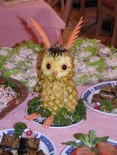 gufo scultura di frutta e verdure Drinks, Food, Drinking, Beverages, Meal, Essen, Drink, Hoods, Beverage
