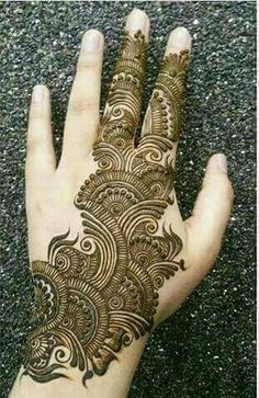 Here are simple mehndi designs for hands, which are really attractive and stunning. These mehndi designs are easy to apply for everyone. Henna Hand Designs, Mehndi Designs Finger, Mehndi Designs Book, Mehndi Designs For Girls, Mehndi Designs For Beginners, Modern Mehndi Designs, Mehndi Design Pictures, Mehndi Designs For Fingers, Latest Mehndi Designs