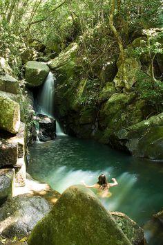 Cachoeira da Praia da Solidão. Florianópolis, Santa Catarina, Brasil. / .Solidão Beach Falls. Florianópolis, Santa Catarina, Brazil.
