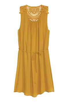 Short, sleeveless dress in chiffon crêpe with a lace section on the shoulders and back, a detachable tie belt at the waist and a jersey lining. The dress is made partly from recycled polyester. Brown Dress, Yellow Dress, Short Dresses, Summer Dresses, Dress Backs, Online Shopping Clothes, Dress Me Up, Chiffon Dress, Ideias Fashion