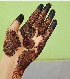 Kashee's Mehndi Designs, Round Mehndi Design, Henna Tattoo Designs Arm, Palm Mehndi Design, Latest Henna Designs, Mehndi Designs For Fingers, Wedding Mehndi Designs, Mehndi Design Images, Mehndi Patterns