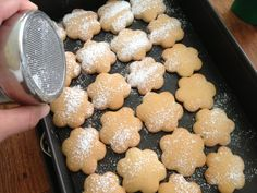 Χριστουγεννιάτικα μπισκοτάκια βουτύρου Griddle Pan, Cake Recipes, Biscuits, Cookies, Food, Grill Pan, Dump Cake Recipes, Crack Crackers, Crack Crackers